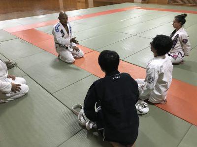 [さらに番外編1]住吉のススメで初の柔術体験!技の奥深さに思わず聞き入ってしまいます...